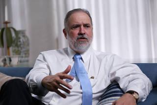O subprocurador-geral Augusto Aras em sua casa, em Brasília (DF)