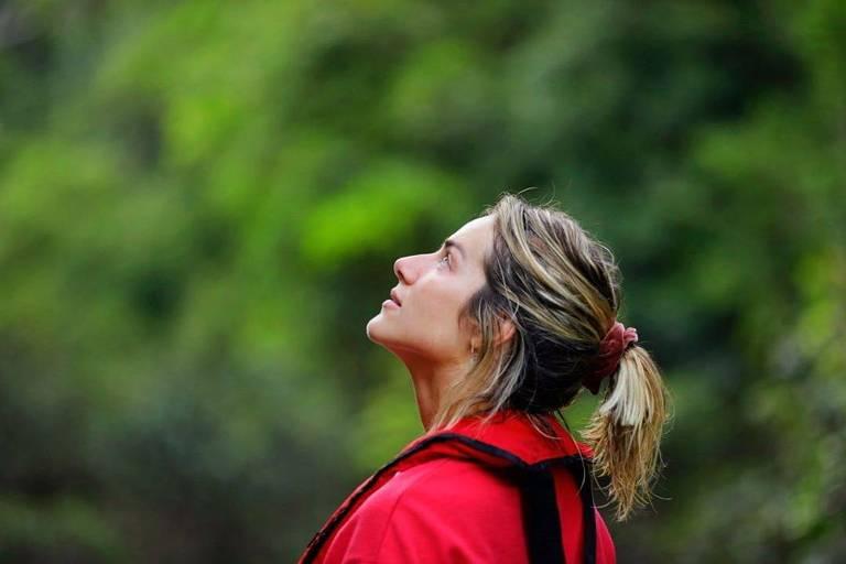 Bruno Gagliasso e Giovanna Ewbank visitam a floresta no dia da Amazônia