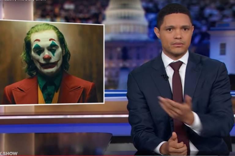 Trevor Noah, durante o programa The Daily Show em que comparou Bolsonaro ao Coringa
