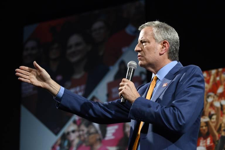 O pré-candidato democrata à Presidência Bill de Blasio discursa em Des Moines, no estado de Iowa