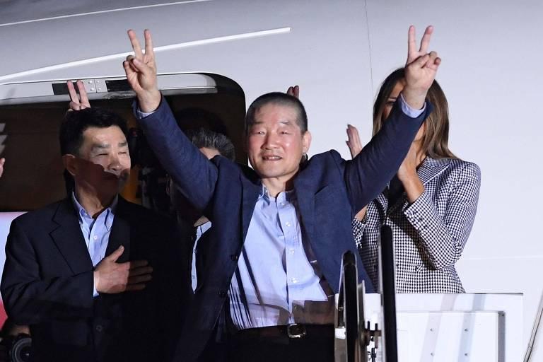 Kim Dong-chul (no centro) em maio de 2018 em Maryland, após ter sido solto pela Coreia do Norte