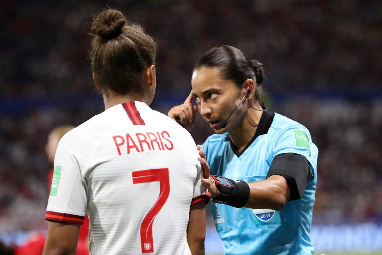Édina Alves durante semifinal da Copa do Mundo feminina entre Inglaterra e Estados Unidos
