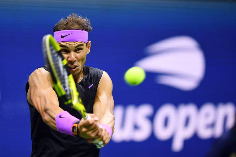 Rafael Nadal retorna bola contra Matteo Berrettini na semifinal