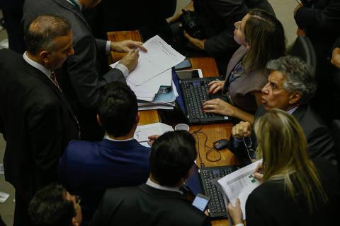 Infladas por Bolsonaro, bancadas temáticas perdem força no Congresso