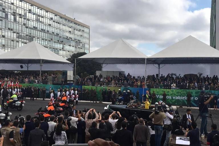 O presidente Jair Bolsonaro chega ao desfile da Independência realizado em Brasília-DF