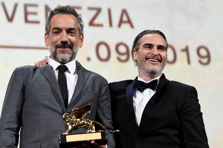 O diretor Todd Phillips (à esquerda) e o ator Joaquin Phoenix