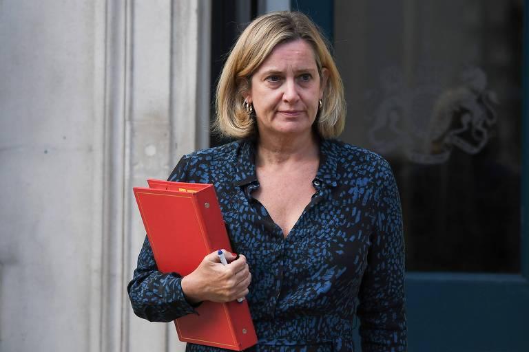 Amber Rudd renunciou ao cargo de secretária do Trabalho e Aposentadoria neste sábado (7)