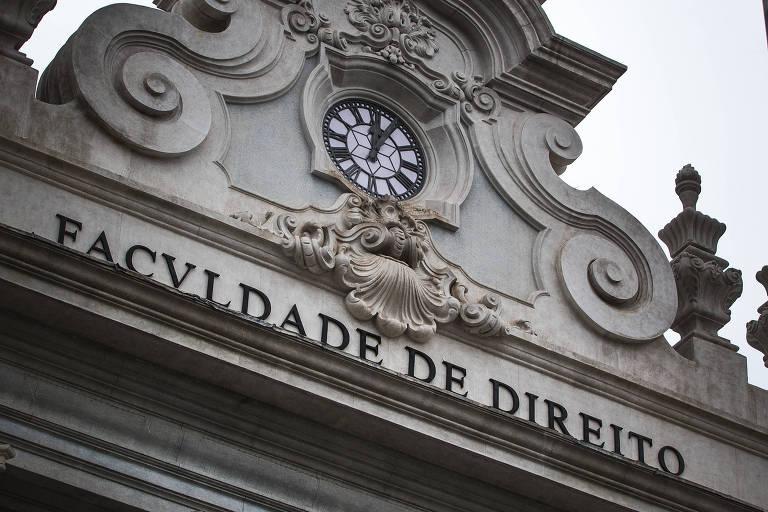 Relógios históricos no centro de São Paulo