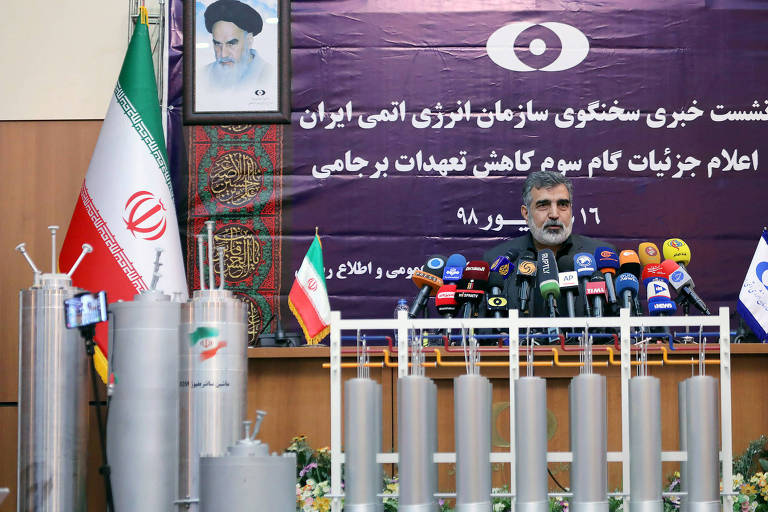 O porta-voz da agência nuclear iraniana Behrouz Kamalvandi anuncia que país é capaz de aumentar o enriquecimento de urânio para além do nível de 20%