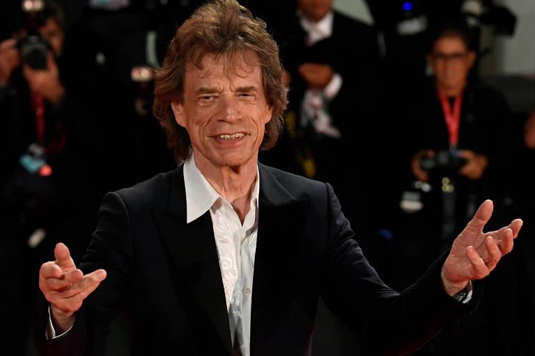 Mick Jagger troca palcos por set de filmagem em suspense 'The Burnt Orange Heresy'