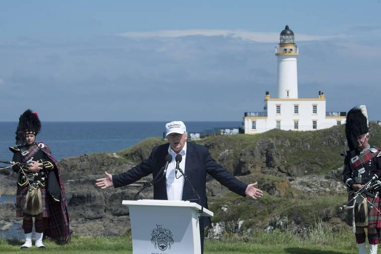 Ainda candidato, Donald Trump discursa no resort Trump Turnberry, na Escócia, em 2016