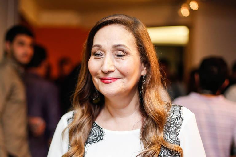 """Sonia Abrão na abertura da exposição """"Silvio Santos Vem Aí"""""""