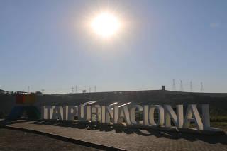 Vista da Usina Hidrelétrica de Itaipu.