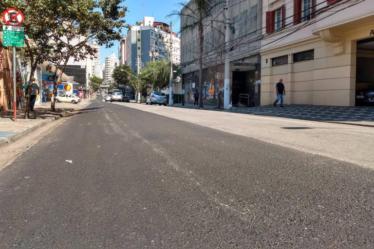 Trecho da alameda Nothmann que, da noite para o dia, perdeu sua ciclovia; prefeitura diz que trechos passam por reforma