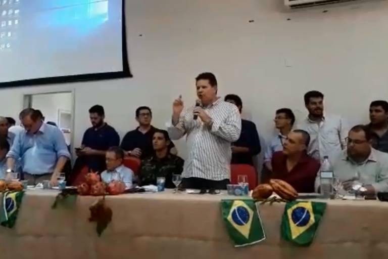 Evandro Cunha dos Santos em audiência pública na cidade de Altamira (PA)