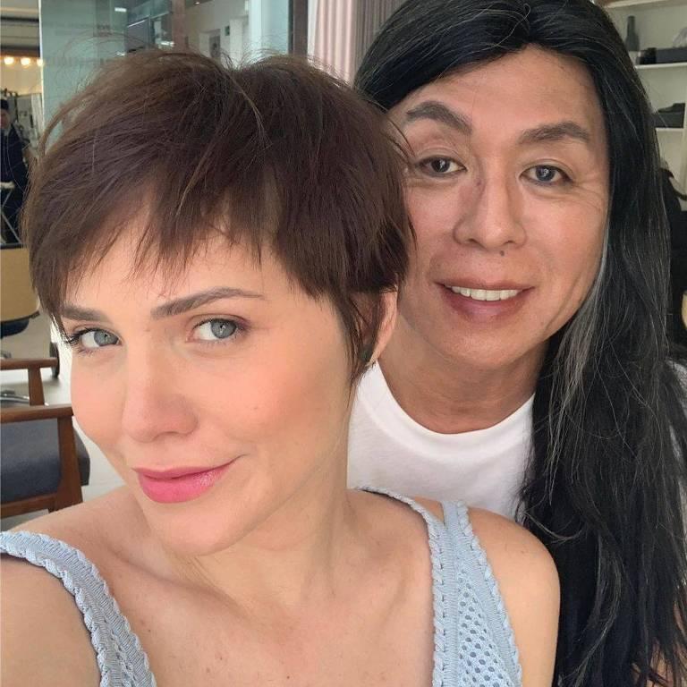 Leticia Colin muda visual com cabeleireiro Celso Kamura