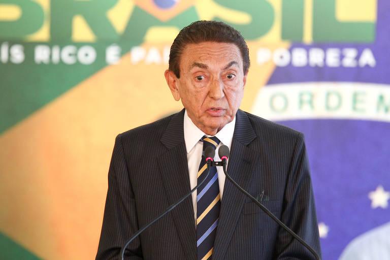 Edison Lobão em cerimônia no Palácio do Planalto em 2013, quando era ministro de Minas e Energia do governo Dilma