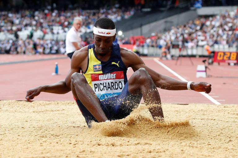 Pedro Pablo Pichardo cai na caixa de areia
