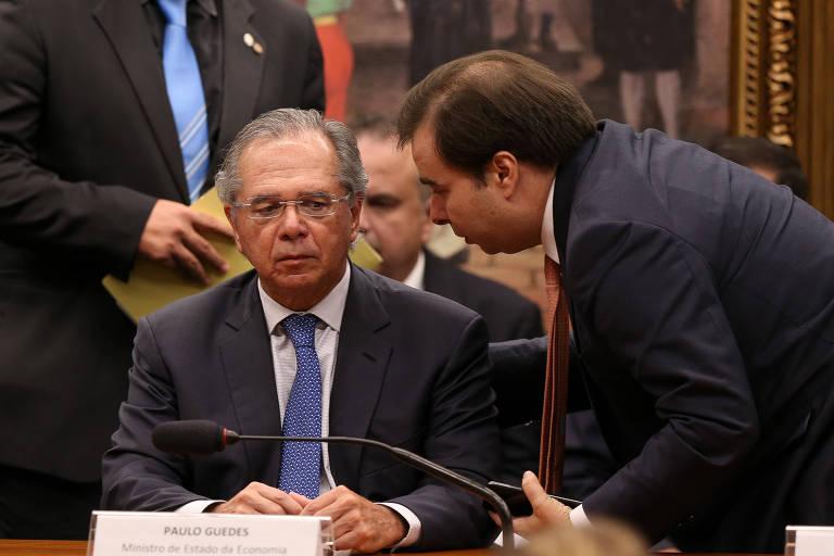 O ministro Paulo Guedes (Economia) teve uma conversa com Rodrigo Maia para entender o projeto de clube-empresa