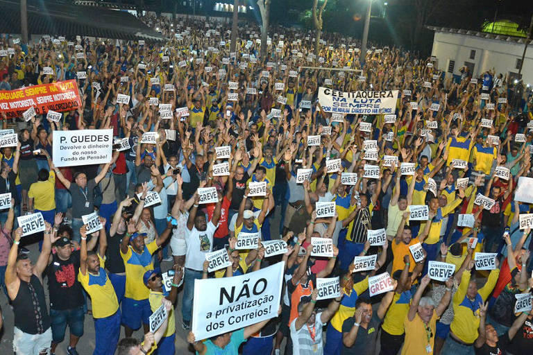 sembleia dos trabalhadores dos Correios no CMTC Clube, na capital paulista, na terça-feira (10)