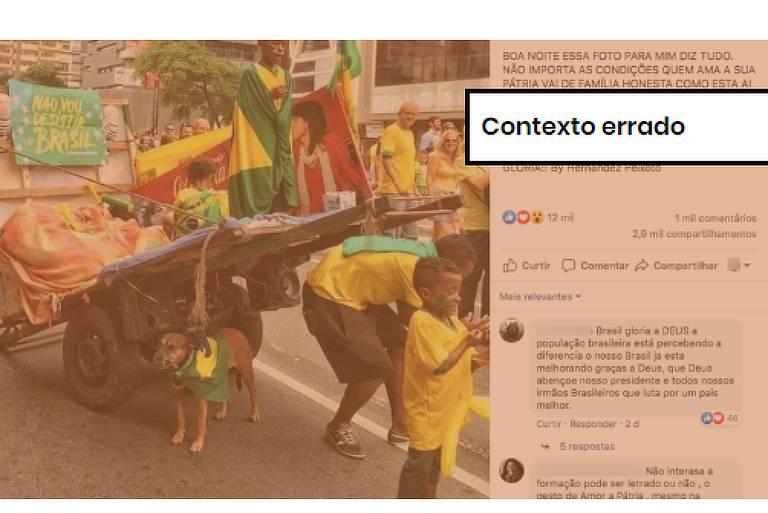 """Postagem no Facebook com fotografia, na qual é possível ver um catador de recicláveis à frente de uma carroça, junto de três crianças e um cachorro, vestindo verde e amarelo e bandeiras do Brasil. No primeiro plano, etiqueta onde se lê """"contexto errado"""""""