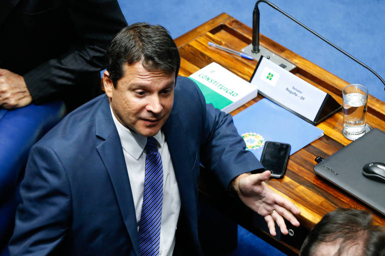Senador Reguffe cobra Podemos e quer partido na oposição ao governo de Jair Bolsonaro
