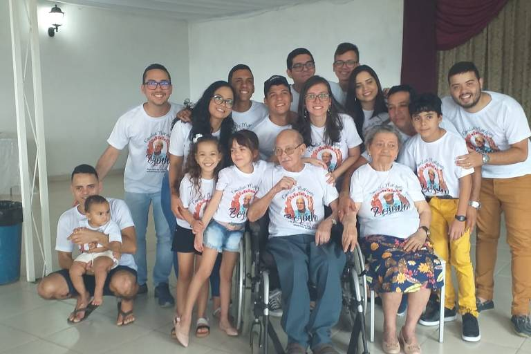 Zezinho de Tracunhaém (1939-2019) junto à família