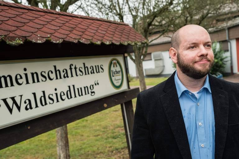 Stefan Jagsch, do ultranacionalista Partido Nacional Democrata (NPD), em Waldsiedlung, na Alemanha