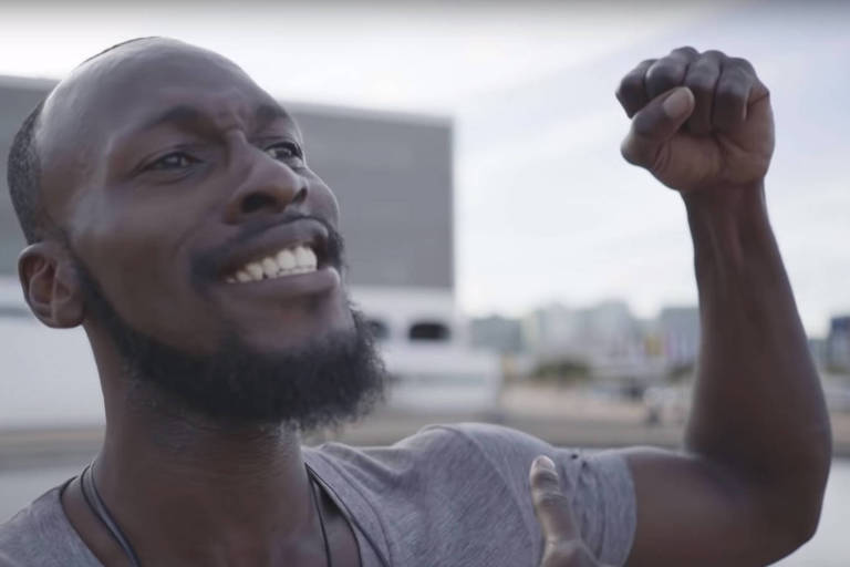 Nigeriano Dammy Falade em cena de vídeo oficial do governo federal para o Sete de Setembro