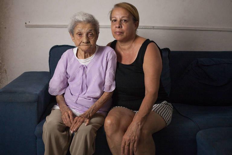 Luiza da Silva e a filha, Maria de Fátima, relatam que registraram reclamações para que a situação fosse resolvida, mas o problema persiste