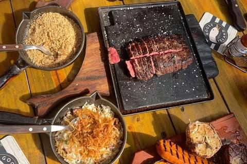 Alguns dos itens servidos na churrascaria Quintal deBetti