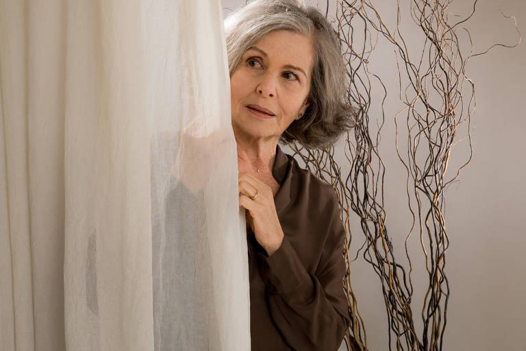 """Irene Ravache apresenta monólogo """"Alma Despejada"""" no Teatro Porto Seguro"""