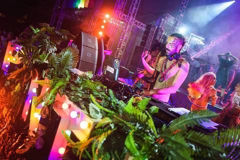 O DJ Rodrigo Bento, da festa Pilantragi
