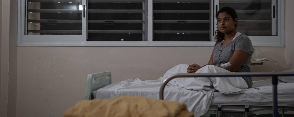 Jenifer Silva Cavalcanti no hospital no dia anterior à cirurgia que retirou sua bolsa de colostomi