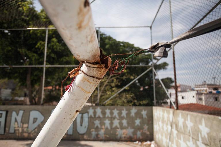 Leitor reclama de praça abandonada em Cidade Ademar