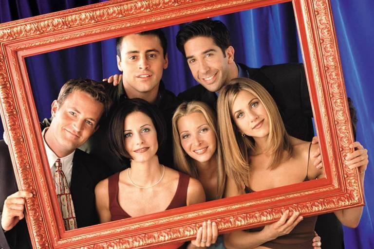 """Elenco do seriado """"Friends"""" posa para fotografia publicitária"""