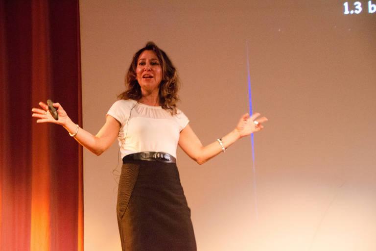 Janna Levin durante palestra em 2017