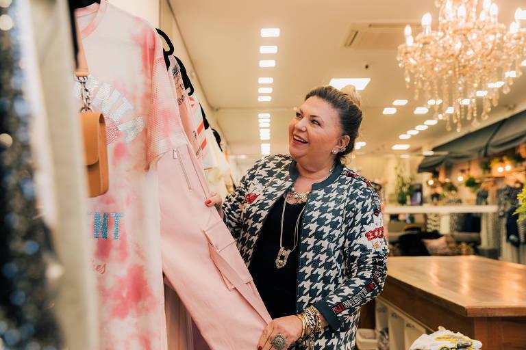 Nena Aldin, em sua loja de roupas em São Paulo