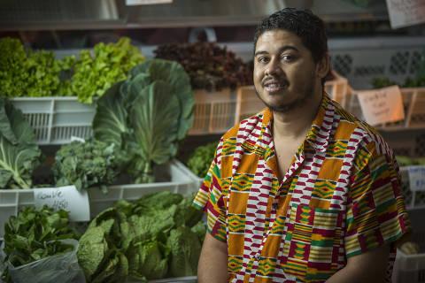 SÃO PAULO, SP, BRASIL. 9hs. 05/09/2019. Empreendedores apostam em negócios para vender orgânicos, sustentáveis e veganos na periferia. Na foto Thiago Vinícius de Paula da Silva, 30.  (Foto: Jardiel Carvalho/Folhapress, MPME) ***EXCLUSIVO FOLHA