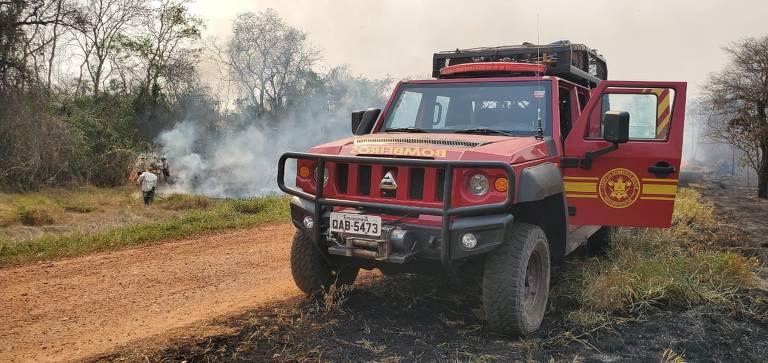 Ação de combate a incêndio da Polícia Militar Ambiental em Mato Grosso do Sul na Fazenda Caiman, em Miranda. É um dos principais refúgios ecológicos de MS, ainda com focos de incêndio.