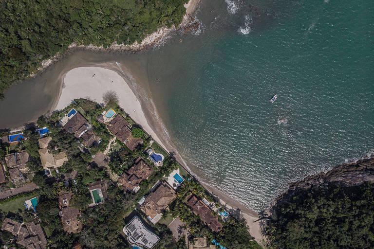Praias do condomínio Iporanga, no Guarujá, litoral sul de São Paulo; na foto a Praia das Conchas.