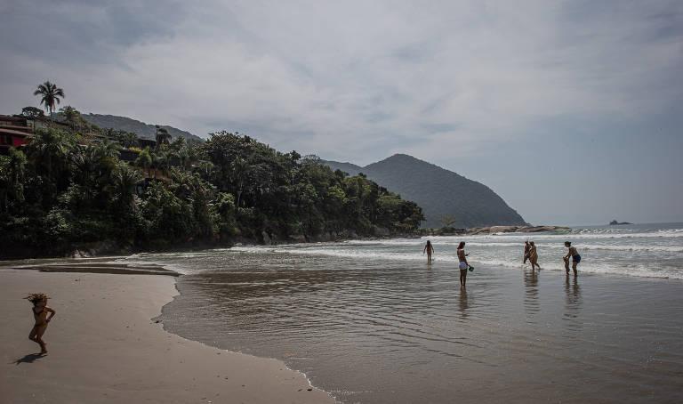 Praias do condomínio de Iporanga, no litoral sul, onde há filas para entrar