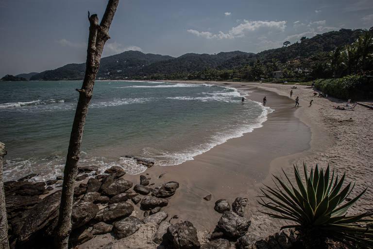 Praias paradisíacas atraem turistas ao litoral sul de SP