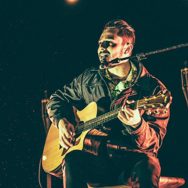 Veja imagens do cantor Jota Bruno