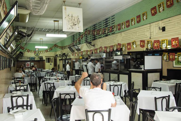 Bar do Luiz, no centro do Rio, que estava ameaçado de fechamento
