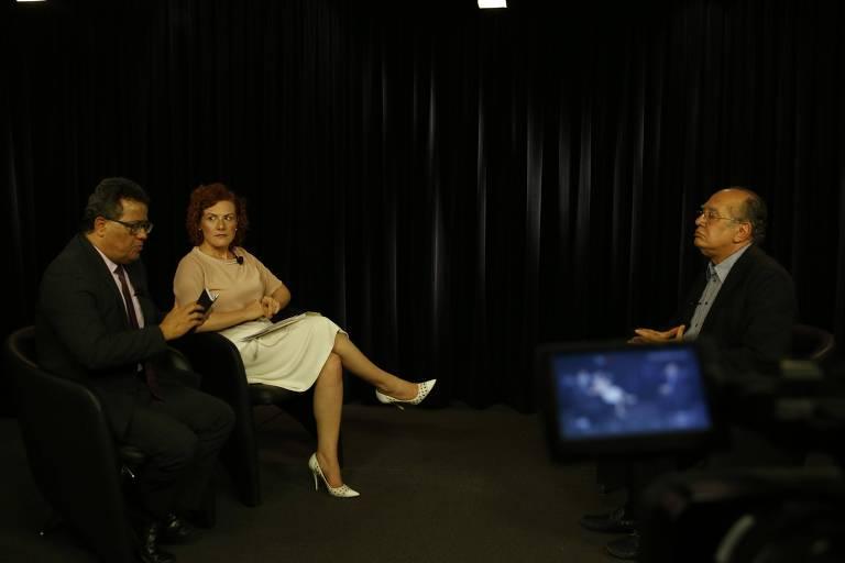 Os jornalistas Tales Faria, do UOL, e Thais Arbex, da Folha, entrevistam o ministro do STF Gilmar Mendes em Brasília