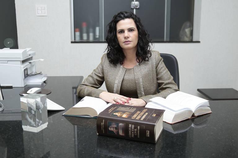 A advogada Alessandra Muller dos Santos foi presa por engano em uma operação da polícia contra advogados ligados ao PCC. Seu nome foi confundido com o de outra pessoa
