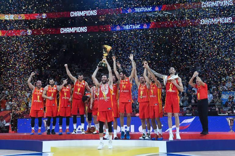 Seleção espanhola de basquete comemora título da Copa Mundial de Basquete de 2019, em Pequim, na China