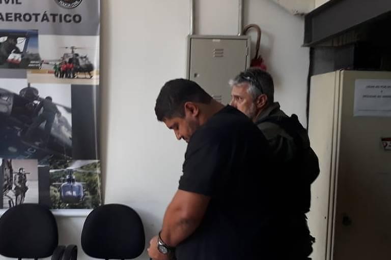 André de Oliveira Macedo, conhecido como André do Rap, ao ser preso em 2019