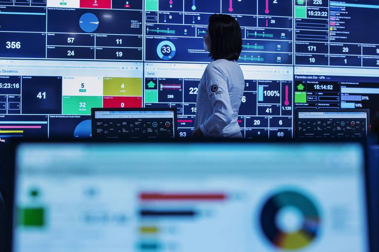 Monitores da Central de Monitoramento Assistencial do Hospital Israelita Albert Einstein, em São Paulo